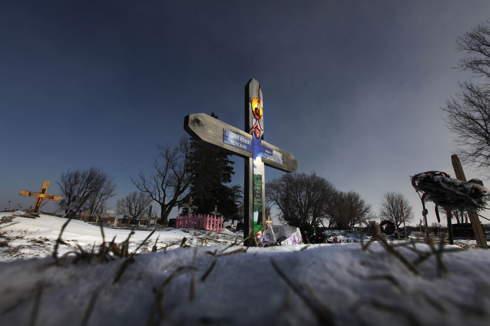 Covered in fresh fallen snow stands the gravesite and marker of Eugene Fontaine and his daughter Tina Fontaine, the Manitoba teenager whose death has prompted renewed calls for a national inquiry into missing and murdered aboriginal women after her body was found the the Red River in August 2014.  (Ruth Bonneville / Winnipeg Free Press  )