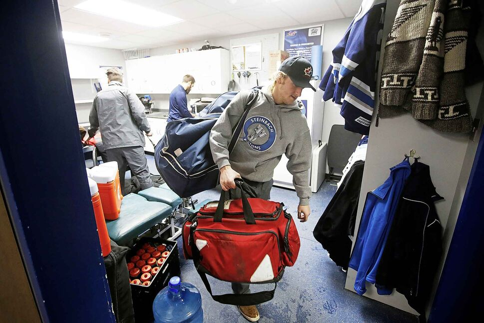 Steinbach Pistons forward Troy Beauchemin carries gear to the bus for the ride to Waywayseecappo where the team played against the Waywayseecappo Wolverines.</p>