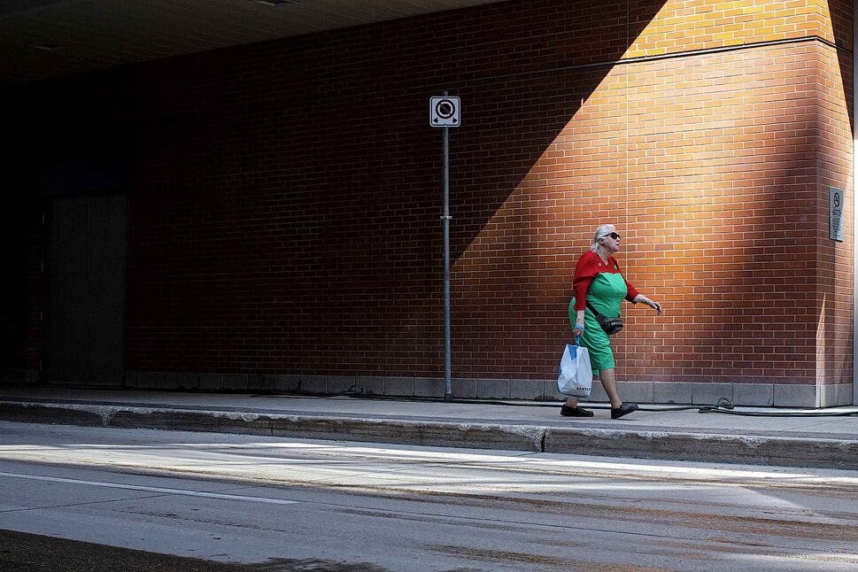 ANDREW RYAN / WINNIPEG FREE PRESS </p><p>August 7 — A woman walks down Hargrave Street near Portage Avenue.</p>
