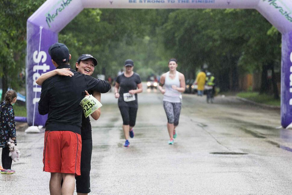 Finish-line hug. (Sarah Taylor / Winnipeg Free Press)