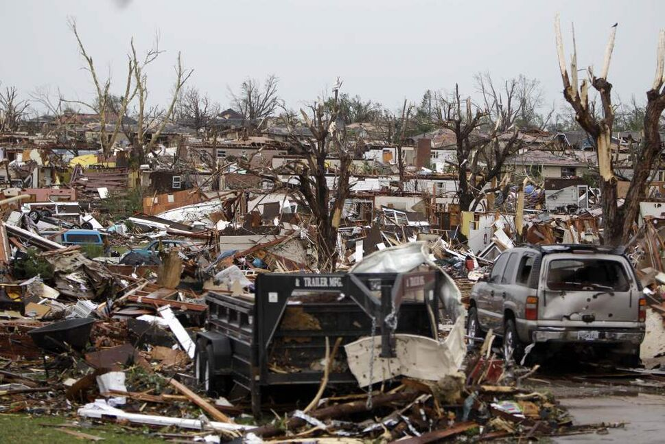 Rows of damaged homes are seen following a tornado Monday, May 23, 2011, in Joplin , Mo. (AP Photo/Jeff Roberson) (CP)