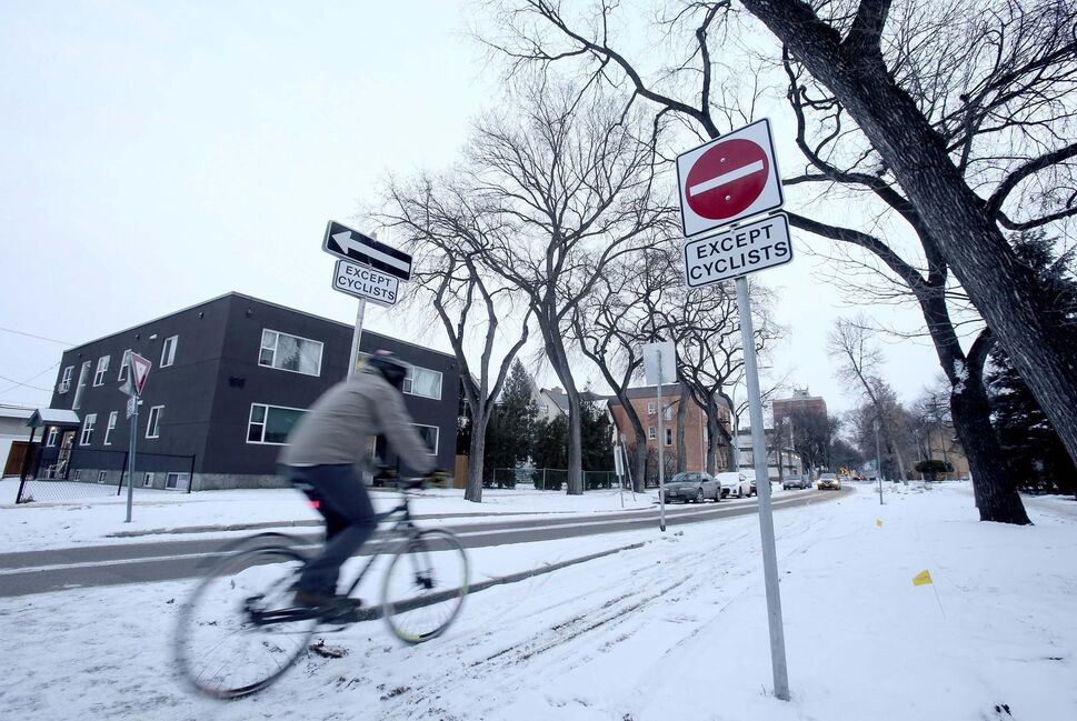 Alex Ivanko pedals down a bike lane on Nassau Street North.  (SHANNON VANRAES / WINNIPEG FREE PRESS)