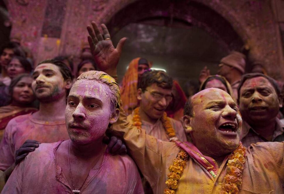 "Hindu devotees are covered in colored powder as they arrive to celebrate ""Holi,"" the festival of color, at the Banke Bihari temple in Vrindavan, about 140 kilometers (87 miles) from New Delhi, India, Thursday, March 8, 2012. Vrindavan is a famous place for Holi celebrations, where according to legend, the Hindu god Krishna played Holi with his consort Radha. (AP Photo/Kevin Frayer) (CP)"