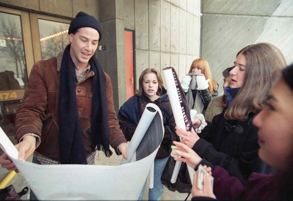 Keanu Reeves signs autographs outside MTC in December 1994. (MARC GALLANT / WINNIPEG FREE PRESS Files)