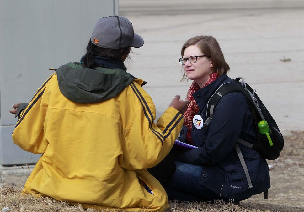 A Street Census volunteer Heather Campbell-Enns interviews a homeless person in April, 2018. (BORIS MINKEVICH / WINNIPEG FREE PRESS FILES)