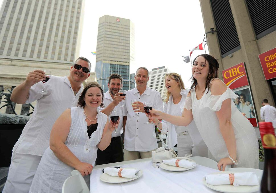 L-R: Mike Jack, Mary Beth Taylor, Scott McFadyen, Andrew Enns, Lori Mitchell and Amy McGuinness raise their glasses to kickoff the dinner.</p> (Jason Halstead)