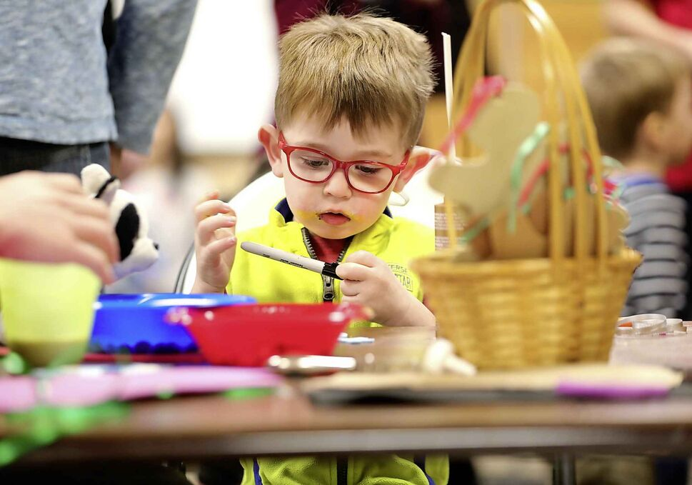 Davy Koblun, 3, diligently works on his snowman at the kids craft table at Willowlake Church during their Christmas celebration and brunch on Dec. 14. (Ruth Bonneville / Winnipeg Free Press)