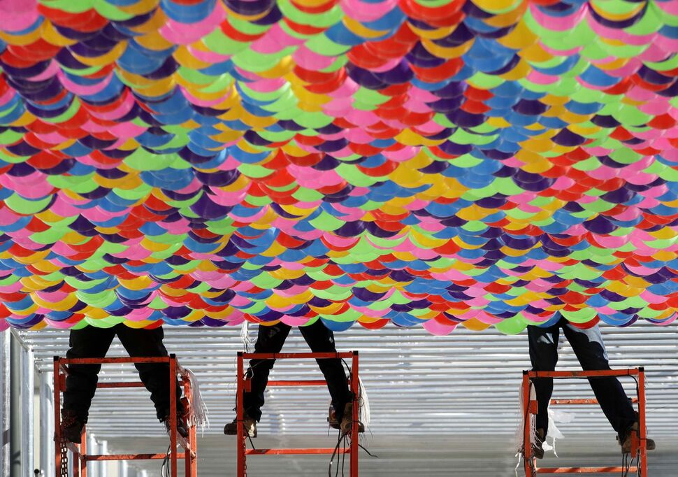 CHARLIE RIEDEL / THE ASSOCIATED PRESS</p><p>Workers hang balloons covering a walkway at the Pyeongchang Olympic Plaza as preparations continue for the 2018 Winter Olympics in Pyeongchang, South Korea, Sunday, Feb. 4, 2018.</p>