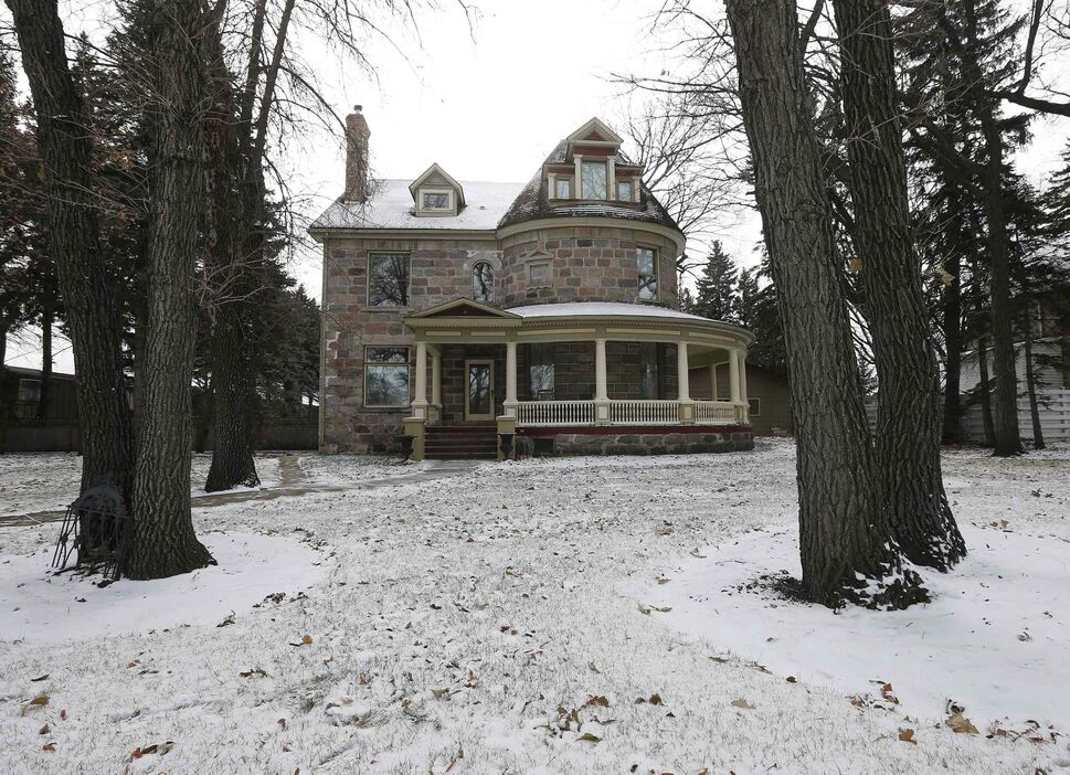 The historic Morden house from the street. (KEN GIGLIOTTI / WINNIPEG FREE PRESS)