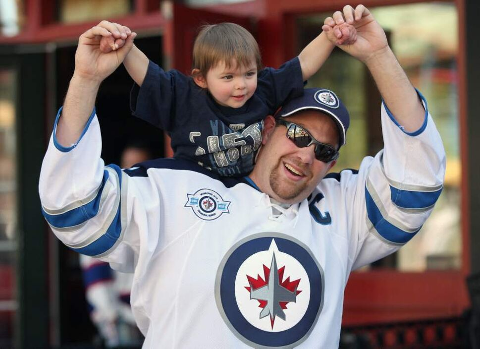 Former Winnipegers Will Cuccaro and daughter Bailey who now live in Vegas have fun outside the Jobing.com Arena in Phoenix, Arizona Saturday prior to the start of the NHL game between the Winnipeg Jets and the Phoenix Coyotes.   (JOE BRYKSA / WINNIPEG FREE PRESS)