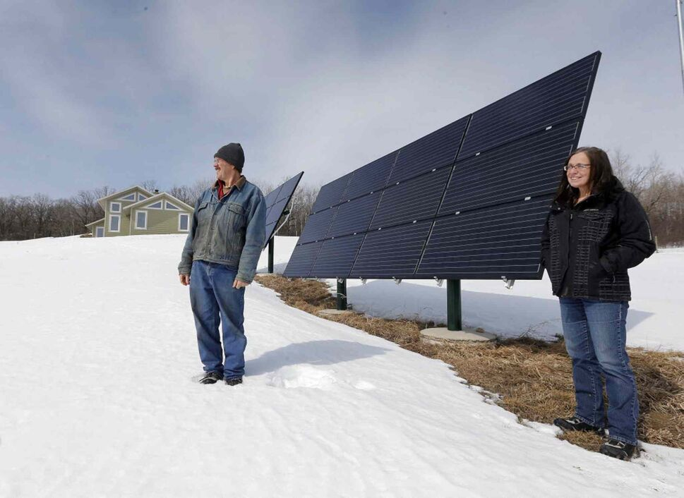 Will and Bev Eert next to the solar panels that power their home.  (KEN GIGLIOTTI / WINNIPEG FREE PRESS)