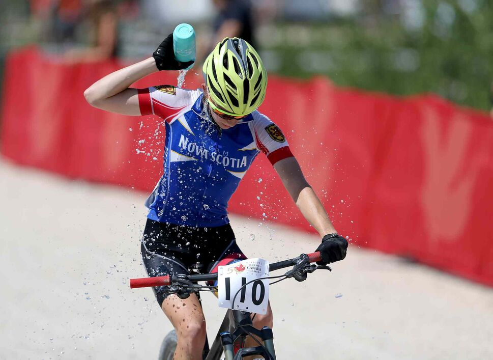 TREVOR HAGAN / WINNIPEG FREE PRESS</p><p>A rider from Nova Scotia cools off during the Mountain Bike - Cross Country Female event at FortWhyte Alive, Sunday, July 30, 2017.</p>