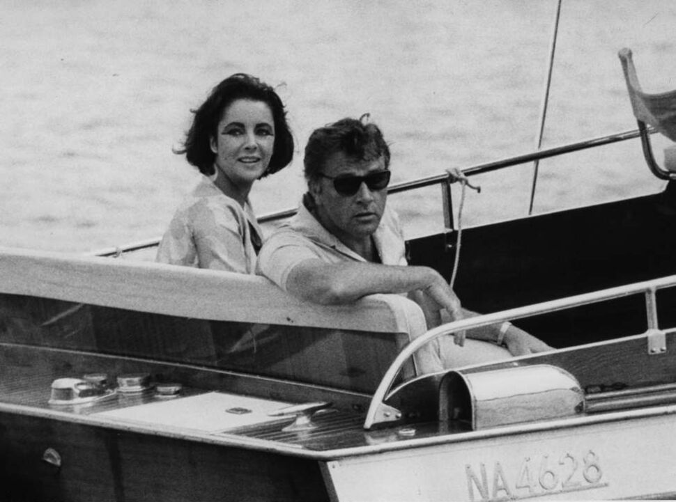 """In this June 15, 1962 file photo, Richard Burton and Elizabeth Taylor arrive in a motor launch at the small town Porto d'Ischia, on the isle of Ischia in the Gulf of Naples, Italy for the shooting of some scenes of """"Cleopatra"""".  (AP Photo/Girolamo, File)"""