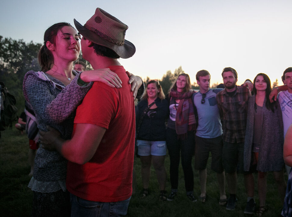 Mary Houston and Ian Naften share a moment in the crowd during Bonnie Raitt's set at the main stage on Wednesday evening. (Melissa Tait / Winnipeg Free Press)