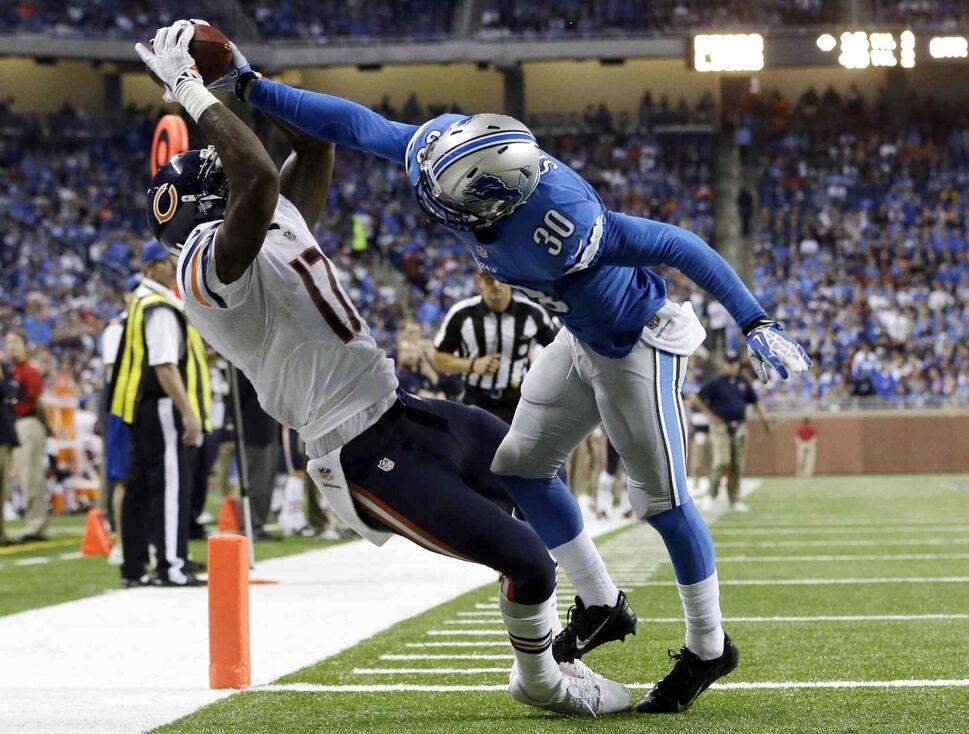 Chicago Bears wide receiver Alshon Jeffery makes a 14-yard TD reception against Detroit Lions cornerback Darius Slay in the Lions' 40-32 win at Ford Field in Detroit, Sunday. (Paul Sancya / The Associated Press)