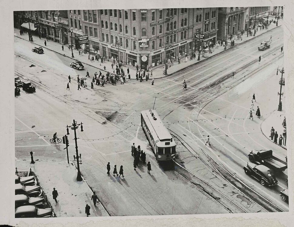 WINNIPEG FREE PRESS FILES Fifty-two passenger diesel buses replaced the streetcar on the Portage-Main run, seen here February 1955.