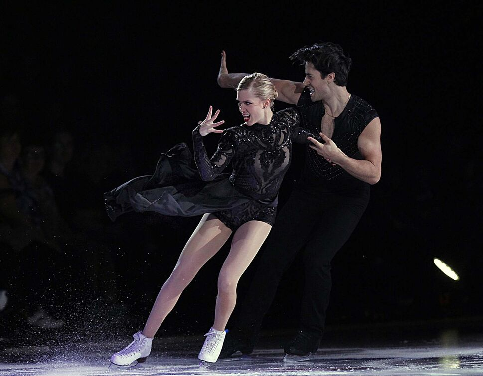 PHIL HOSSACK / WINNIPEG FREE PRESS</p><p>Kailyn Weaver and Andrew Poje, World SIlver Medalists in the opening act of Stars on Ice Wednesday evening.</p>