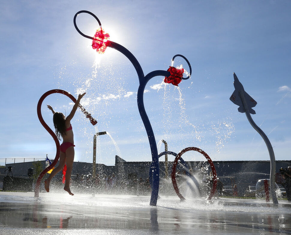 Splash pads could soon be open again as the province lifts restrictions on gatherings in public places. (Wayne Glowacki / Winnipeg Free Press FIles)