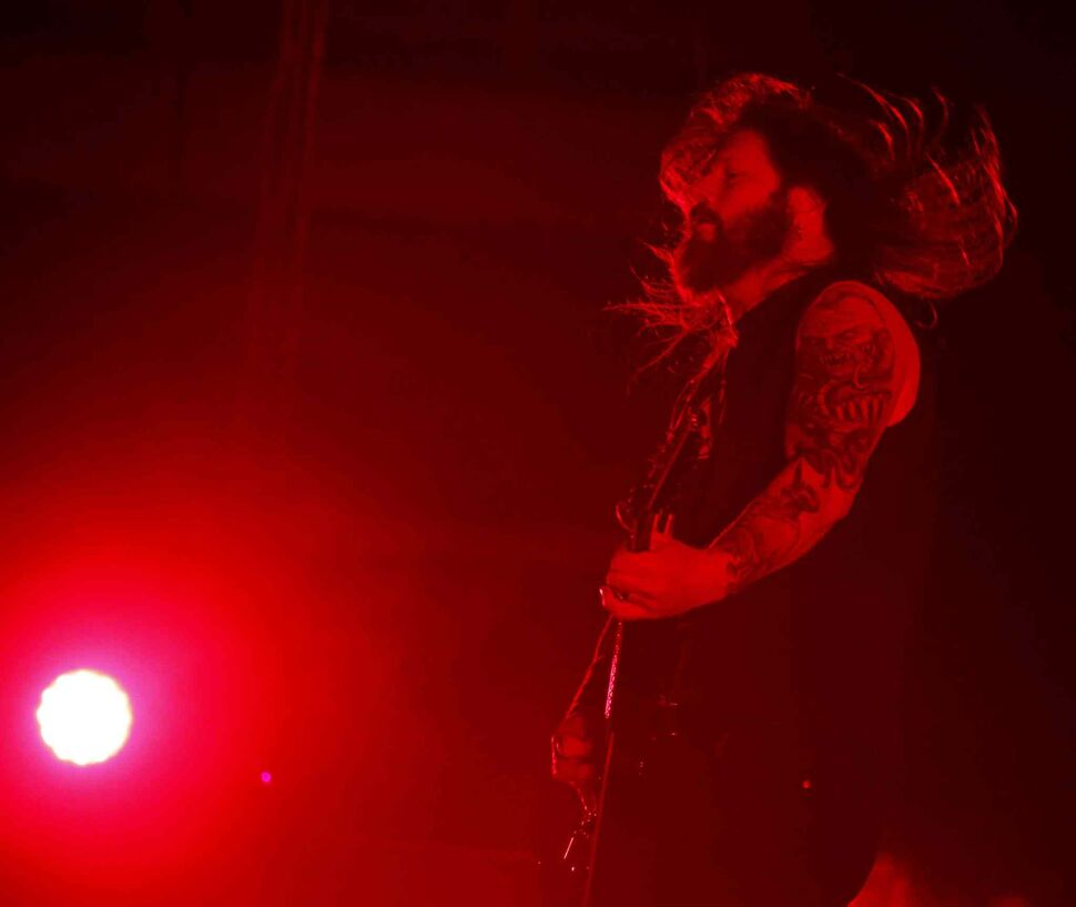 Gary Holt head-bangs as he rips out a riff. (BORIS MINKEVICH / WINNIPEG FREE PRESS)