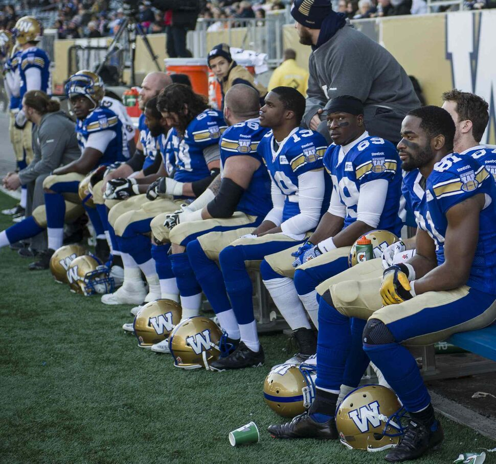 The Winnipeg Blue Bombers look dejected during the final moments of Saturday afternoon's game. (David Lipnowski / Winnipeg Free Press)