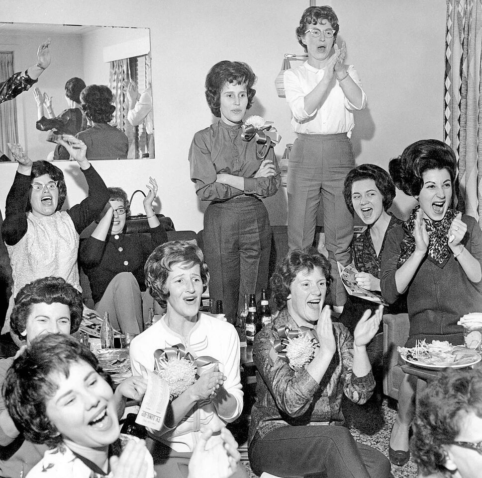 Bomber players' wives and girlfriends watching game on TV in an undated photo. (GERRY CAIRNS / WINNIPEG FREE PRESS ARCHIVES)