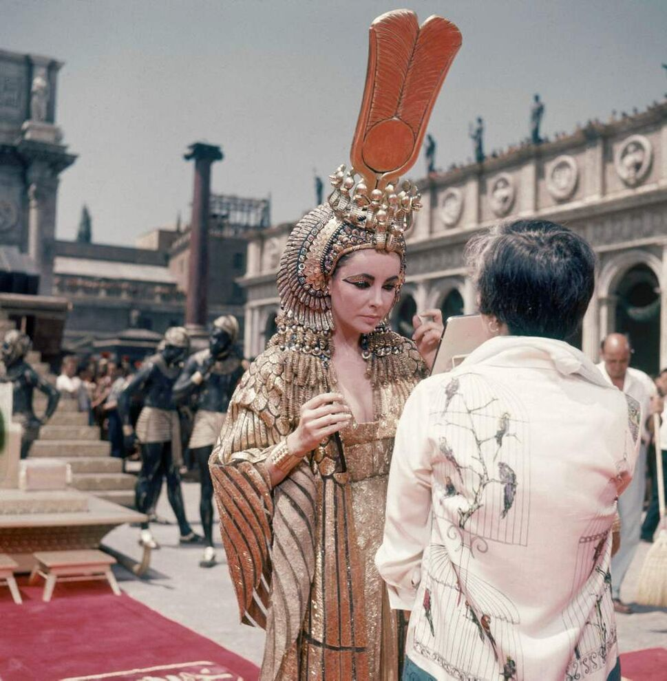 """This May 8, 1962 file photo shows actress Elizabeth Taylor on the set of the movie """"Cleopatra,"""" in Rome.  (AP Photo/Girolamo DiMajo, File)"""