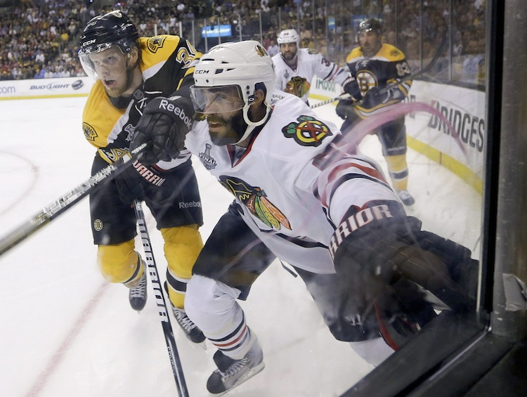 Boston Bruins center Carl Soderberg and Chicago Blackhawks defenceman Johnny Oduya fight for position along the boards during the second period. (Elise Amendola / The Associated Press)