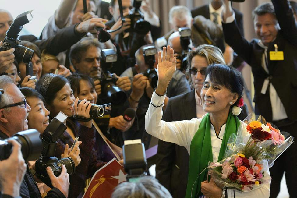 Aung San Suu Kyi, the Myanmar opposition leader, waves as she arrives at the 101st International Labor Organization, ILO, Conference at the European headquarters of the United Nations in Geneva, Switzerland, Thursday, June 14, 2012. Suu Kyi will visit Switzerland, Norway, Ireland, Britain and France from June 13  to June 29.   (Martial Trezzini / The Associated Press / Keystone)
