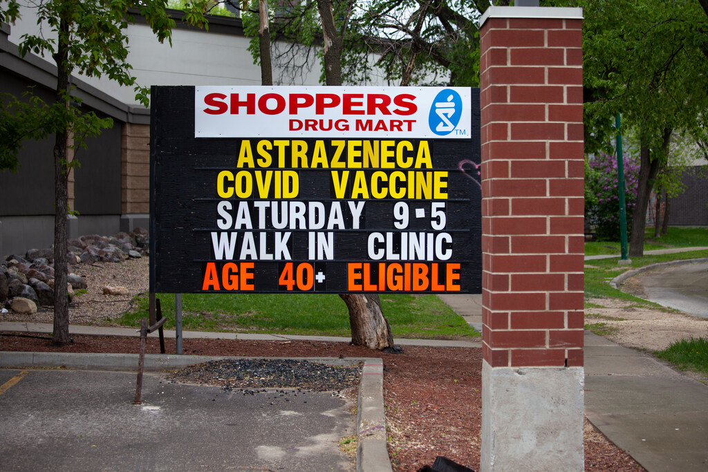 Manitobans who still want AstraZeneca as a second dose will have to hunt around for it on their own. (Daniel Crump / Winnipeg Free Press files)