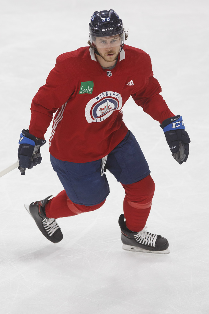 Defenceman Nathan Beaulieu signed a one-year, US$1-million free agent contract to play for the Jets this season.