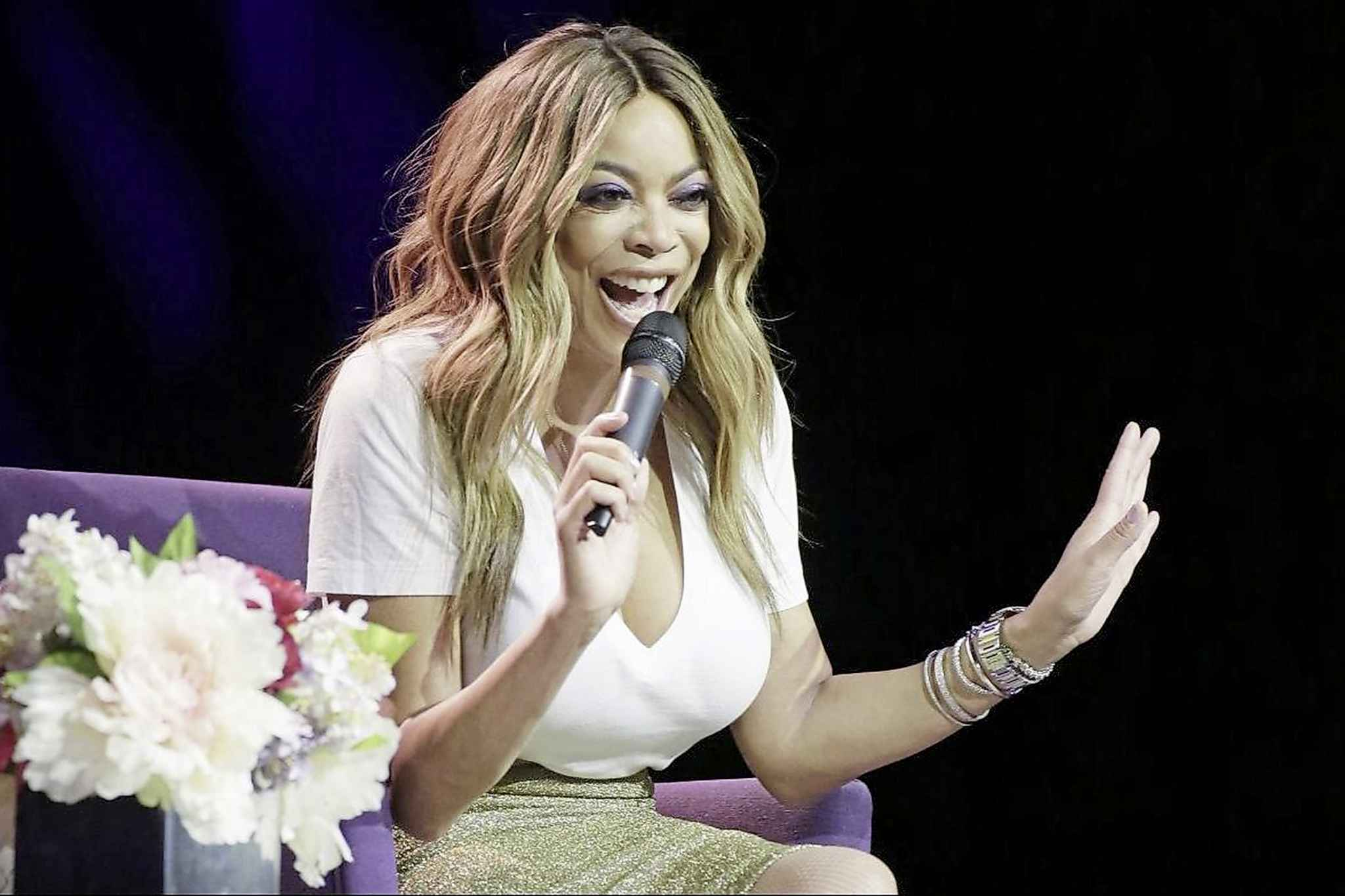 U.S. talk show host Wendy Williams has apologized to the cleft community via Twitter.