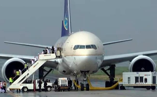 Saudi Airlines jet isolated at Manila airport; pilot says flight 'under threat'