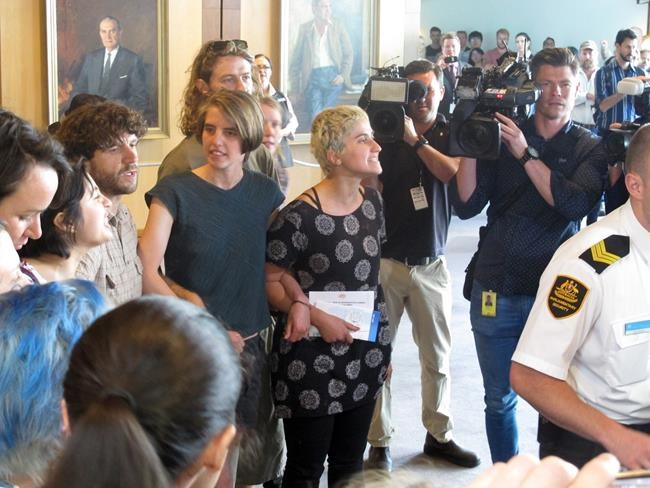 New security measures pass the Senate amid second pro-refugee protest