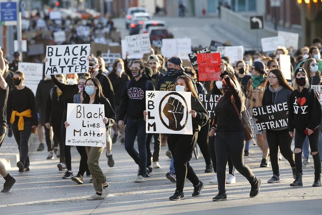Thousands of people marched in Winnipeg on June 5 to protest police brutality. (John Woods / The Canadian Press files)