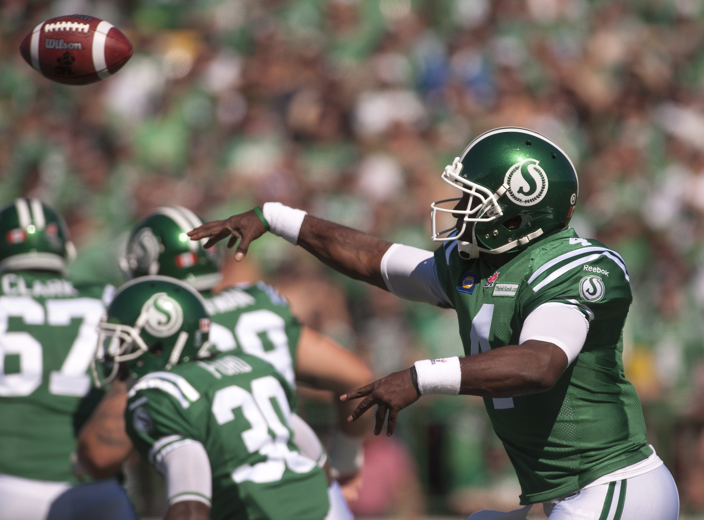 Riders QB Darian Durant looks for an open receiver.