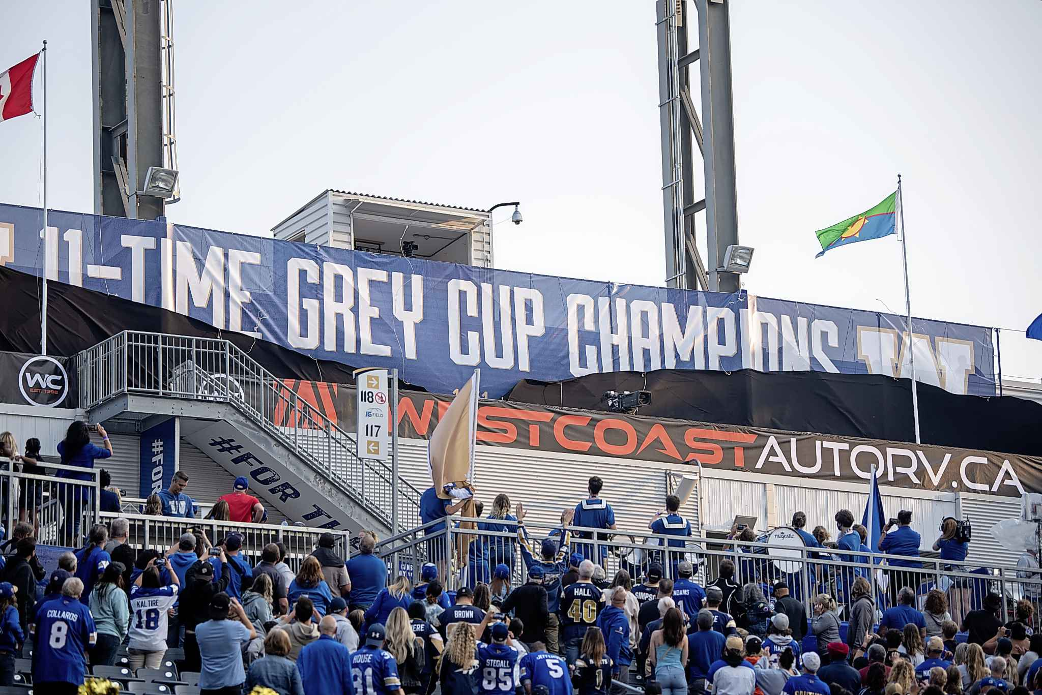 The Winnipeg Blue Bombers unveil their 2019 Grey Cup banner at IG Field during the opening game of the 2021 CFL season. (Alex Lupul / Winnipeg Free Press files)