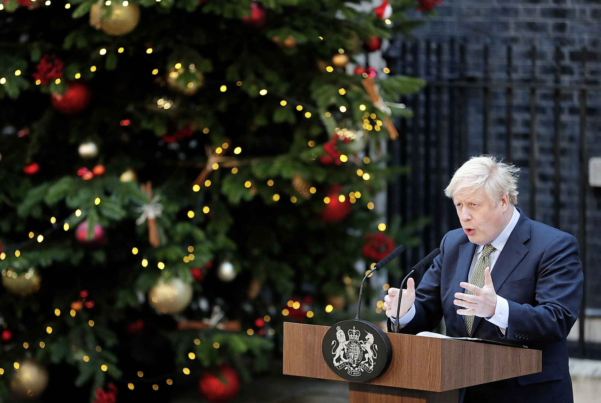 Johnson will have to preserve the advantages of British trade with Europe while appearing to sever the existing link. (Frank Augstein / The Associated Press files)