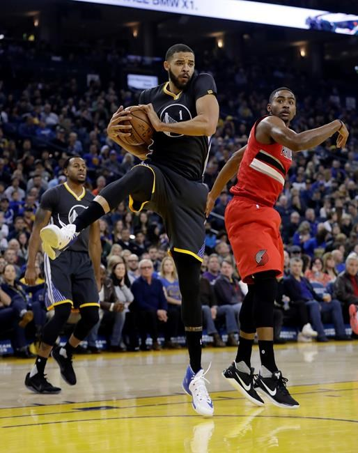 Curry scores 30, Warriors edge Pelicans 113-109