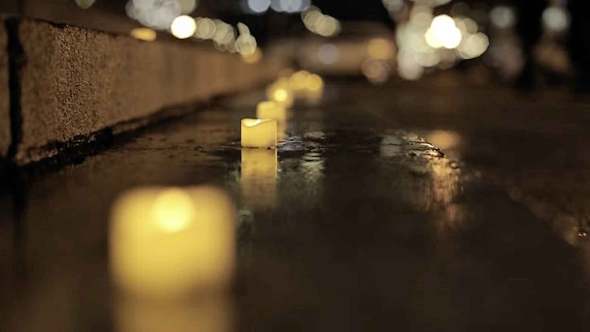 Hundreds of candles lined the steps of the Manitoba Legislative Building in March, in memory of Manitobans who lost their lives to drug overdoses in 2020. (Marouane Refak / Radio-Canada)