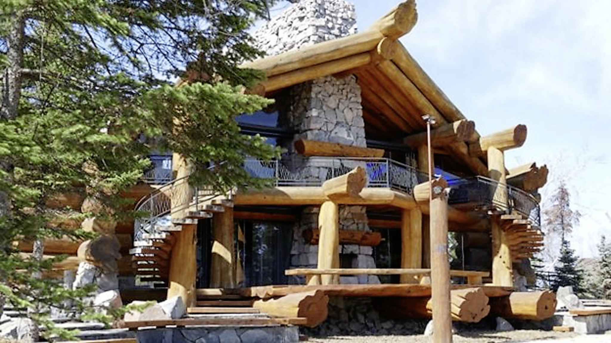 Peter Nygard's properties at Falcon Lake have been sold. CBC News is told the buyer is a young software developer who knows Nygard through poker tournaments. The sale price is not known. (Travis Golby / CBC News)