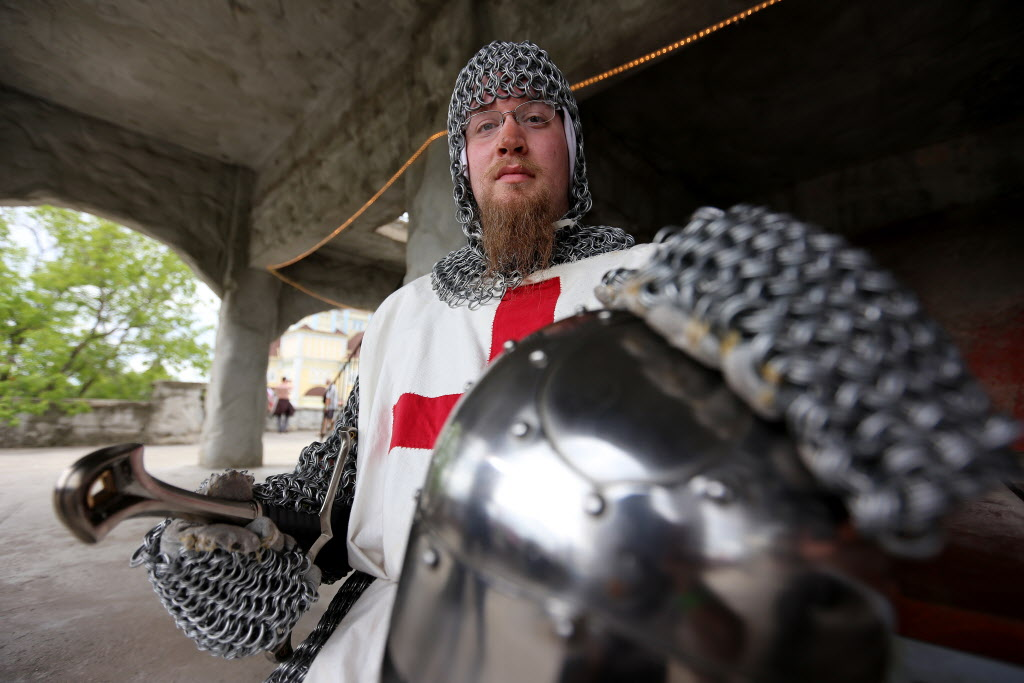 Adam Jones, a knight, wears a 130-pound chainmail suit of armour. (Trevor Hagan / Winnipeg Free Press)