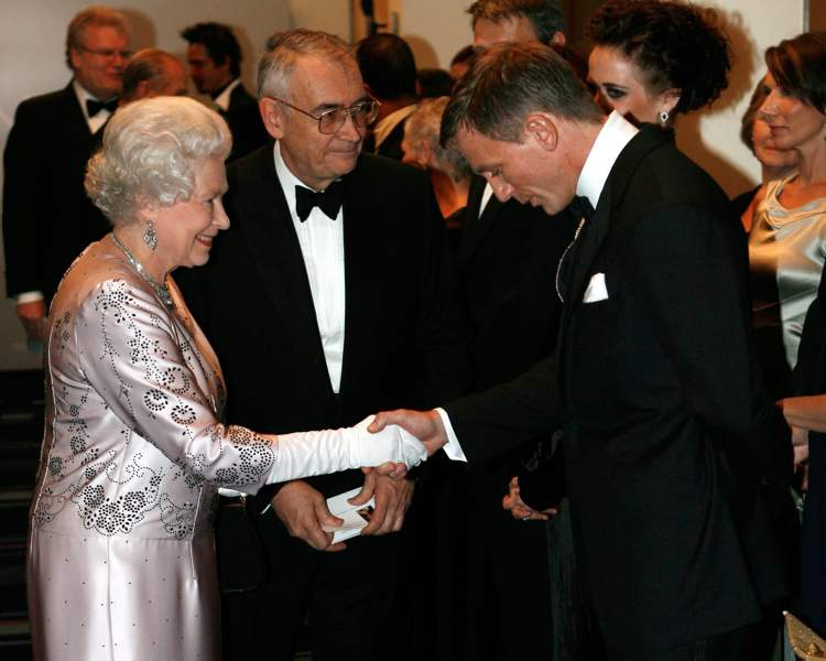 Britain's Queen Elizabeth II, left, meets actor Daniel Craig, the new James Bond, during the world premiere of Casino Royale at the Odeon cinema in Leicester Square in London in 2006. (STEPHEN HIRD / THE ASSOCIATED PRESS ARCHIVES)