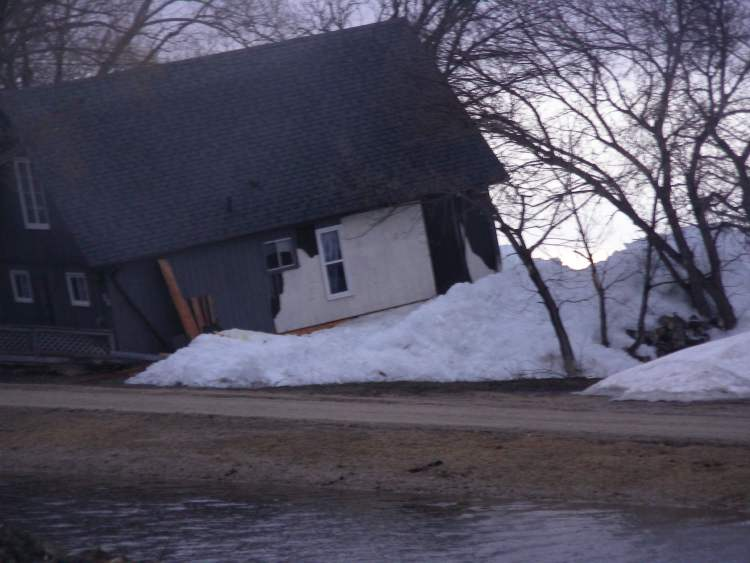 The ice rose quickly, destroying around 12 homes or cottages and damaging another 15.