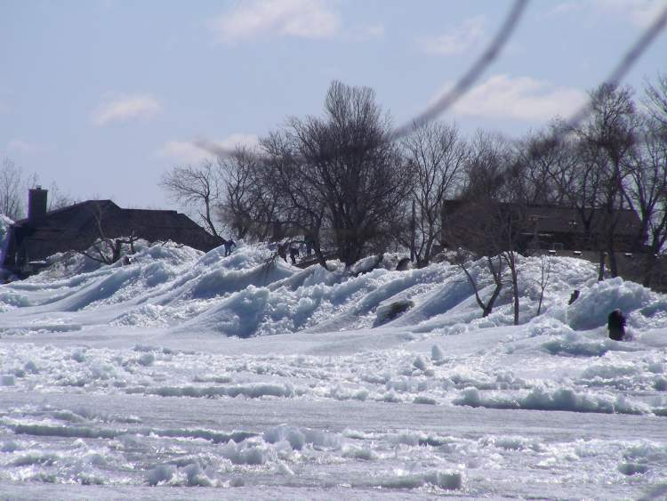 A closer view of the ridge of ice and area homes and cottages. (730 CKDM)