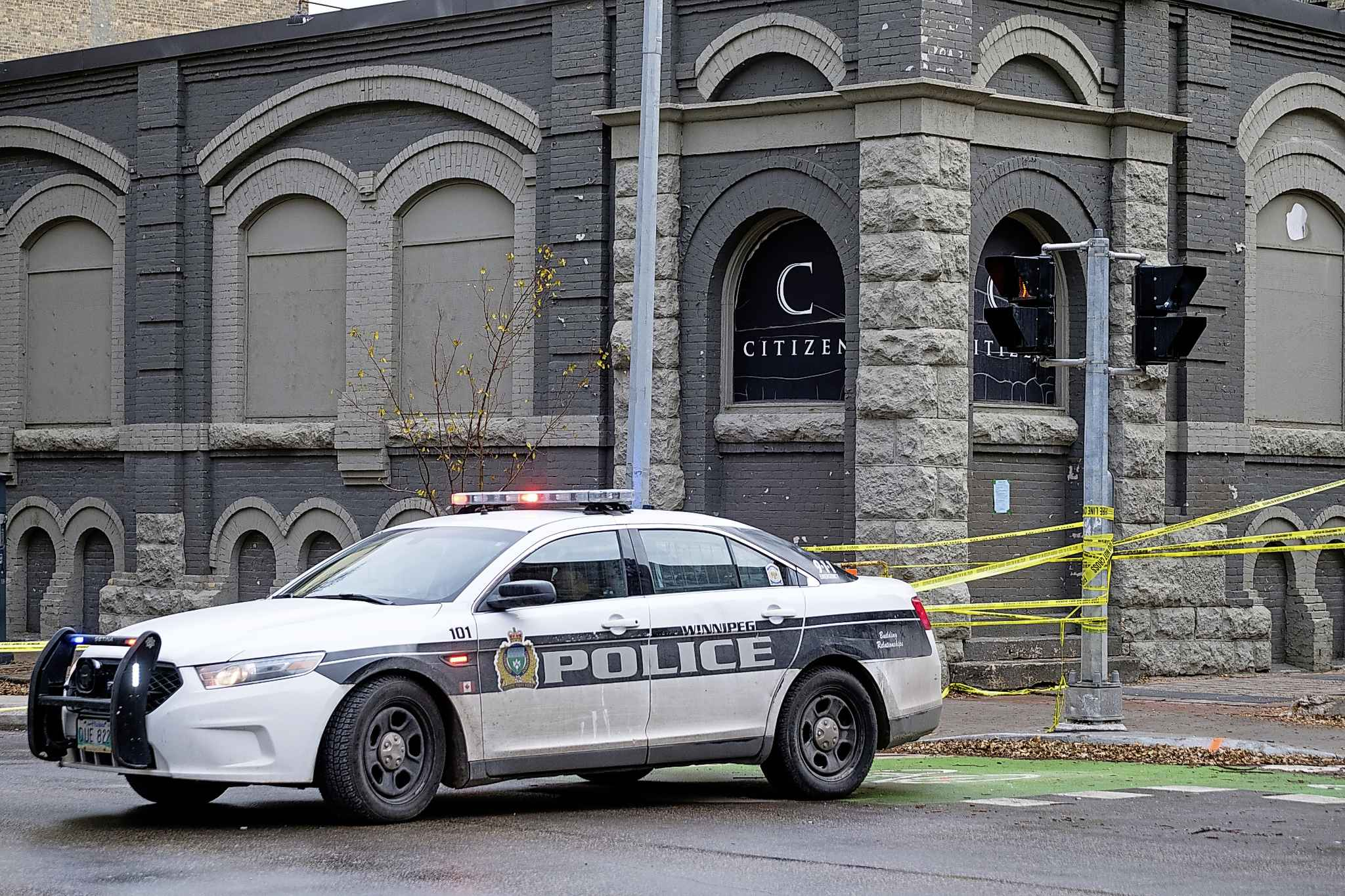 Police shut down a section of Princess Street around Citizen Nightclub in the Exchange District on Saturday, Nov. 2, as they investigate the 38th homicide in the city this year. (Daniel Crump / Winnipeg Free Press)
