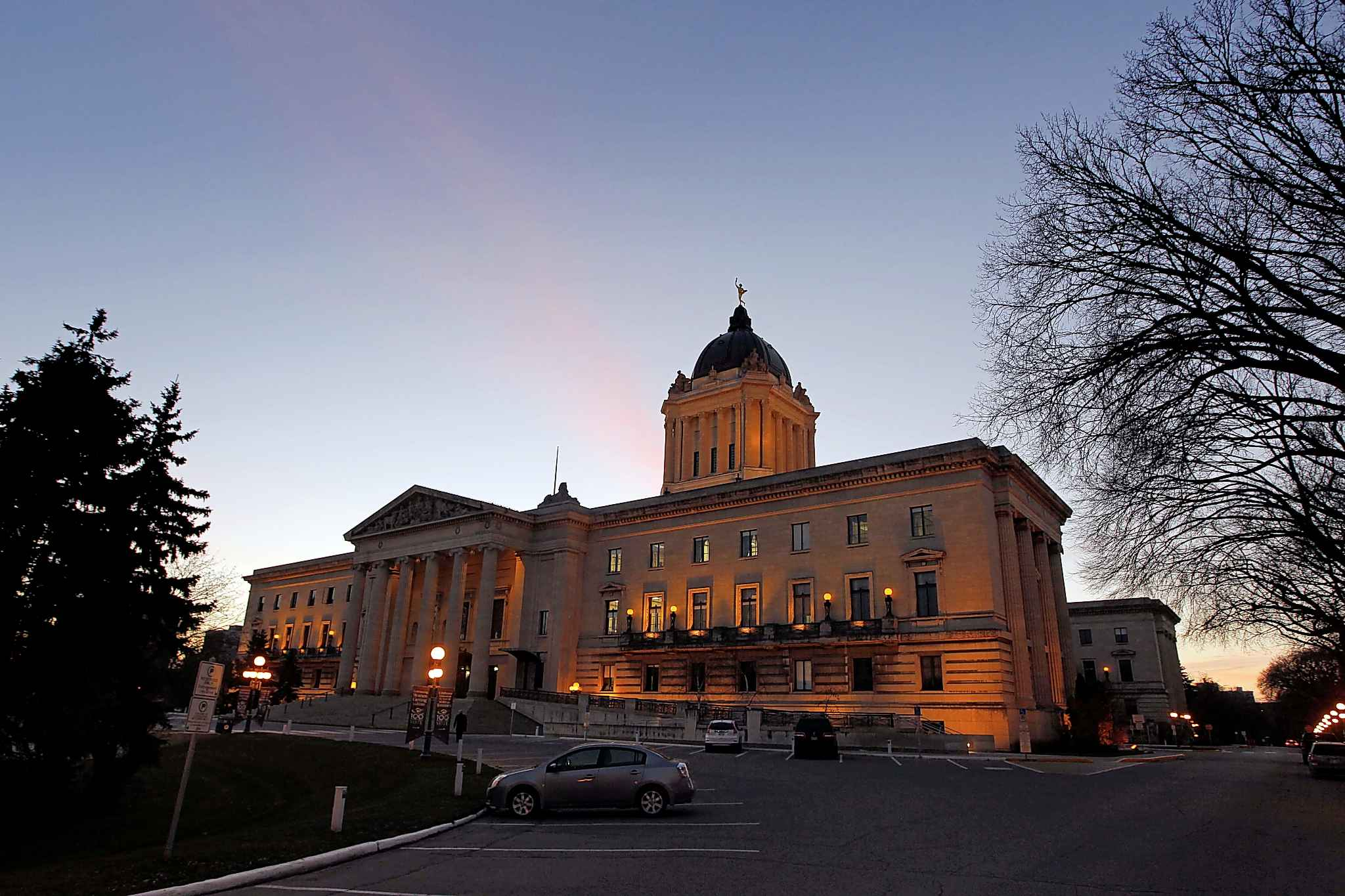 Election day dawns as Manitobans get ready to go to the polls and decide the composition of Manitoba's next legislature.