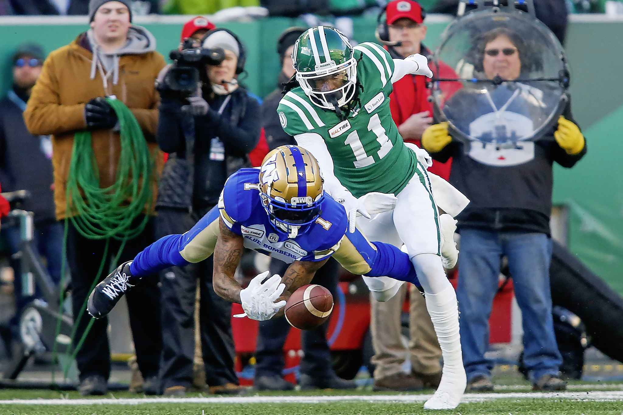 JEFF MCINTOSH / THE CANADIAN PRESS</p><p>Winnipeg Blue Bombers wide receiver Darvin Adams (1) attempts to make a catch under pressure from Saskatchewan Roughriders defensive back Ed Gainey (11) during CFL West Final football action in Regina, Sunday, Nov. 17, 2019.</p>
