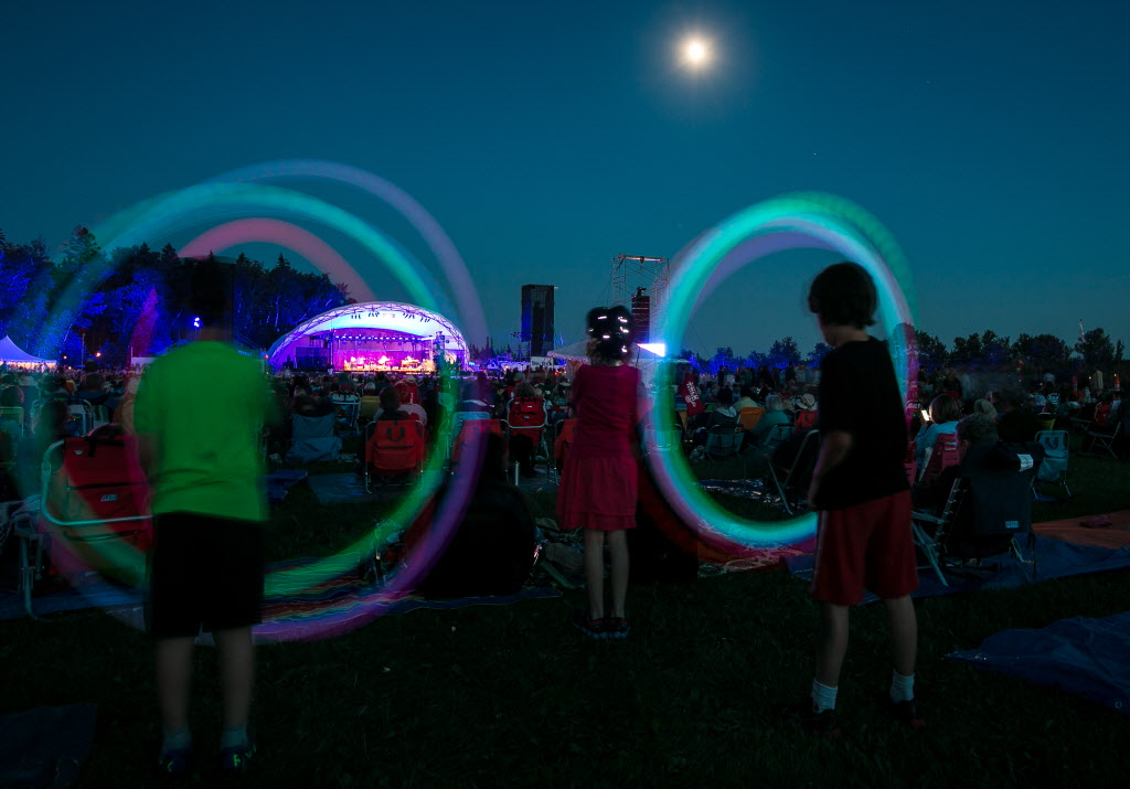 Kids spin light toys during Bonnie Raitt's set.