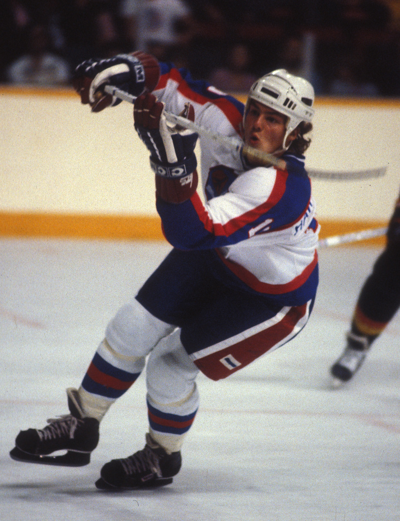 Hawerchuk playing for the Jets in 1982.
