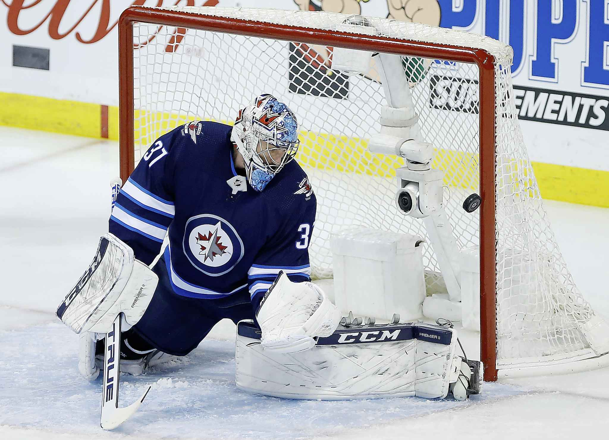 "JOHN WOODS / THE CANADIAN PRESS</p> <p>Winnipeg Jets goaltender Connor Hellebuyck (37) watches as a Montreal Canadiens' shot goes off the post during first period NHL action in Winnipeg on Saturday, March 28, 2019.</p> <p>""></a><figcaption readability="